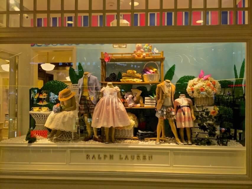 Ralf Lauren的童裝櫥窗,擺設得有點意思。
